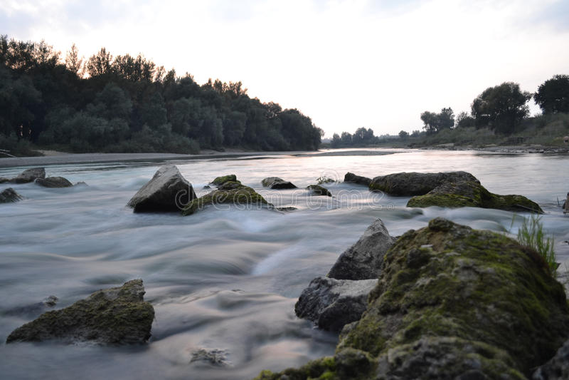 Enormer Fluss stockfotos