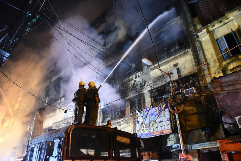 Enormes Feuer am Kolkata-Großhandel-Markt stockbilder