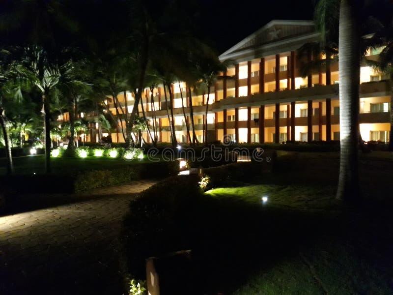 Enormt hotell royaltyfria bilder