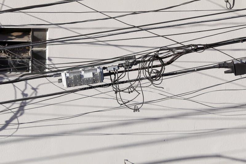 Enredo de cables imagen de archivo