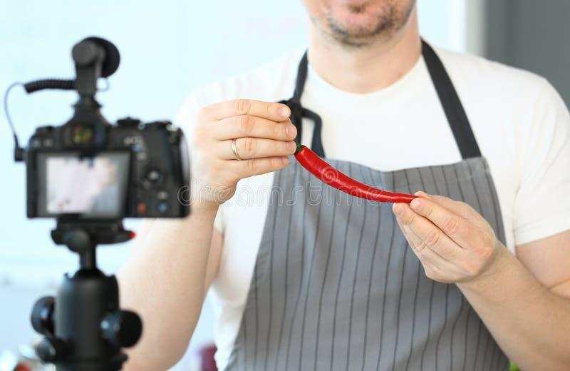 Enregistrement Chili Pepper Recipe rouge d'homme de Blogger photo libre de droits