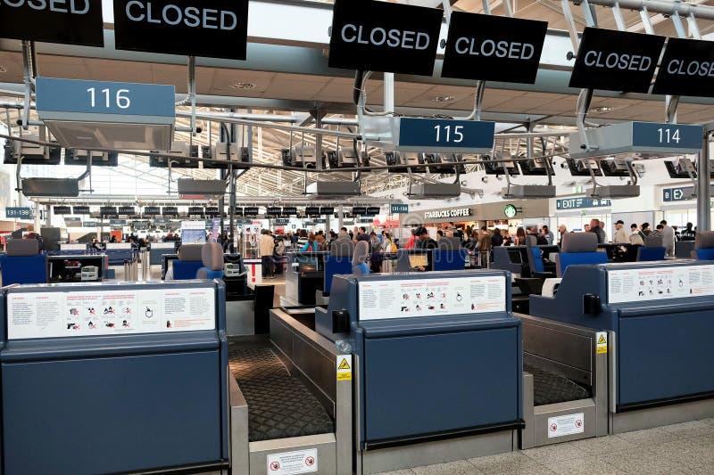 Enregistrement Hall de départ chez Vaclav Havel International Airpor photo stock