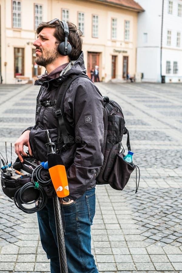 Enregistrement sonore de technicien de télévision photo stock