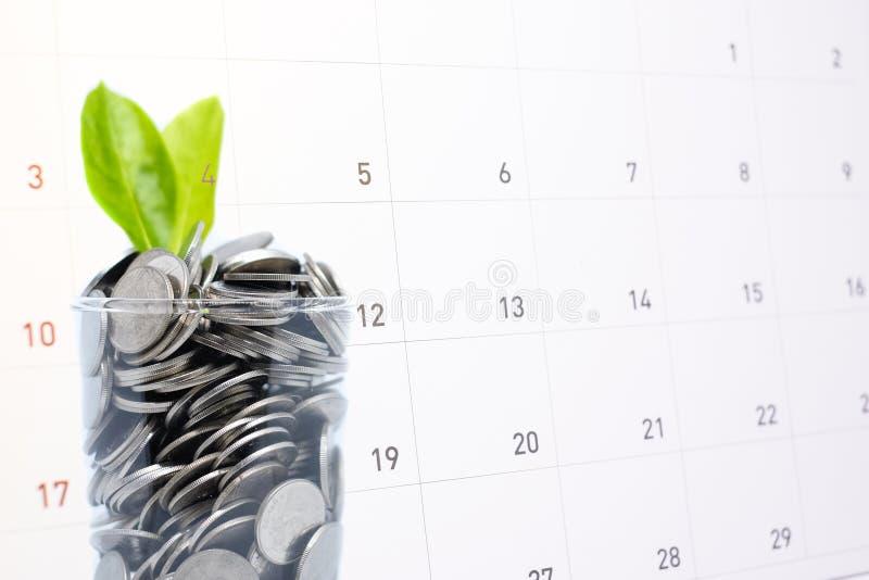 Enregistrer l'argent économe en verre pour votre avenir d'investissement images stock