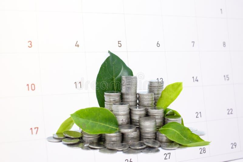Enregistrer l'argent économe en verre pour votre avenir d'investissement photos stock