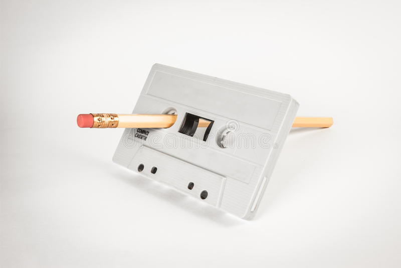 Enregistreur à cassettes avec le crayon pour le rebobinage photos libres de droits