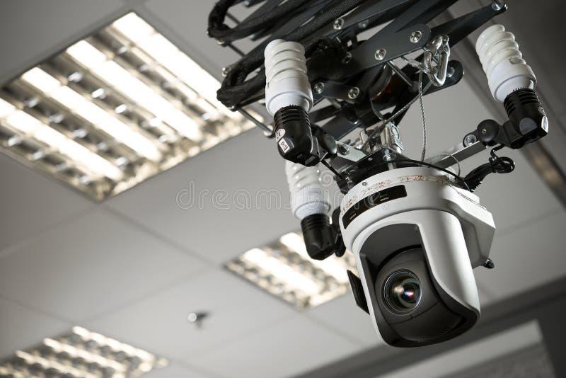 Enregistreur de caméscope dans un studio de télévision photos libres de droits