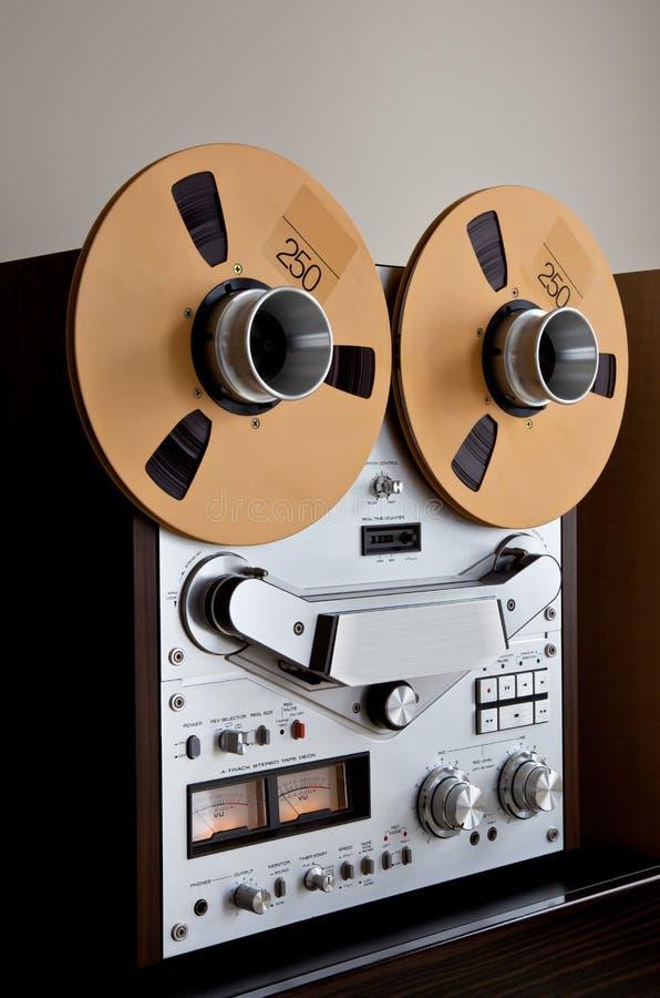 Enregistreur ouvert de platine du dérouleur de bobine de stéréo analogique image libre de droits