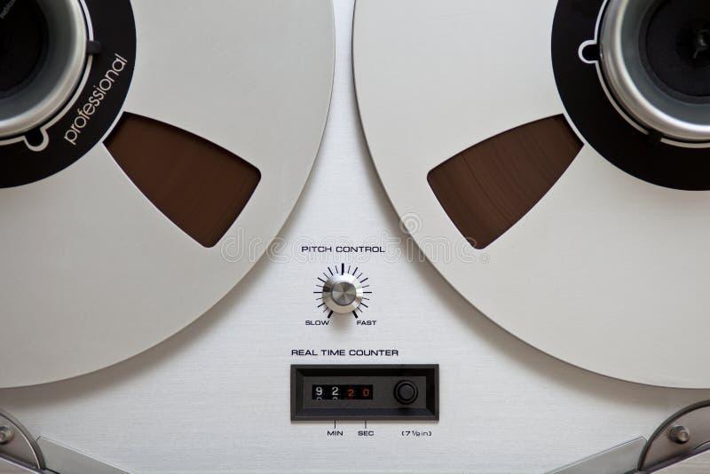 Enregistreur ouvert de platine du dérouleur de bobine de stéréo analogique image stock