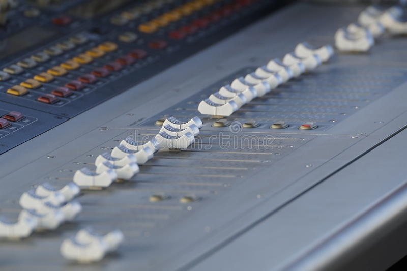 Enregistreur sain de Digital d'équipement audio de studio d'Electric Mixer Recording de contrôleur de musique image libre de droits