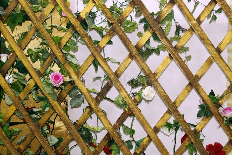 Enrejado de madera del fondo para el rombo de las plantas, cuadrilátero de forma diamantada de la rejilla de madera foto de archivo libre de regalías