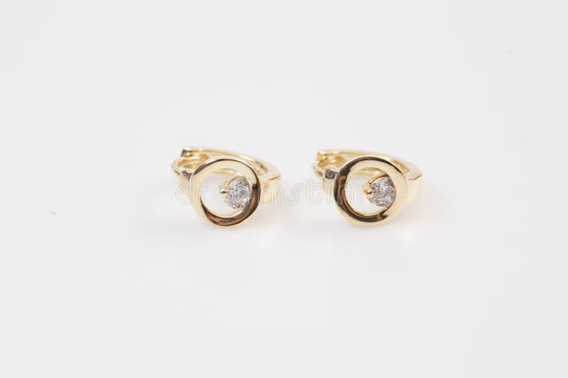 Enrelaçamentos Ouro Hoop Earrings com diamantes Joia foto de stock royalty free