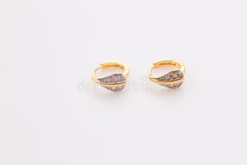 Enrelaçamentos Ouro Hoop Earrings com diamantes Joia imagens de stock