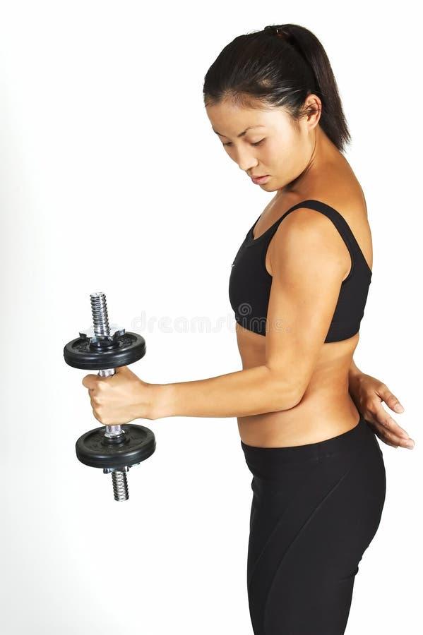 Enrollamiento de la pesa de gimnasia imagen de archivo