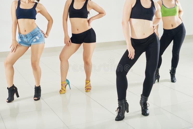 Ensaiando a dança contemporânea imagens de stock royalty free