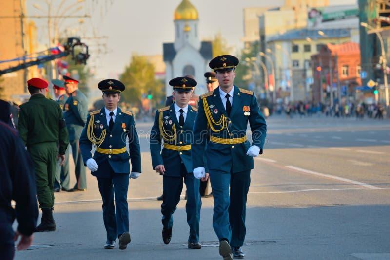 Ensaio de vestido da parada militar em honra de Victory Day foto de stock