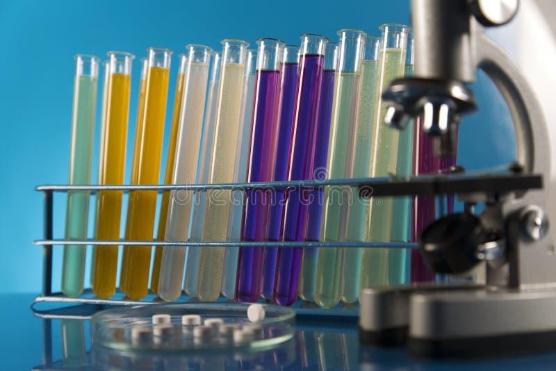 Ensaios clínicos no laboratório imagens de stock