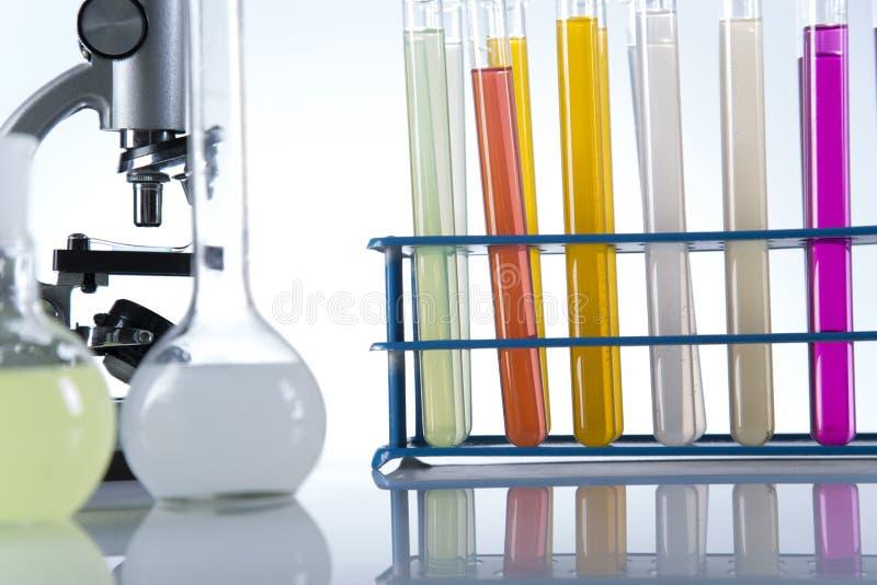 Ensaios clínicos no laboratório foto de stock royalty free