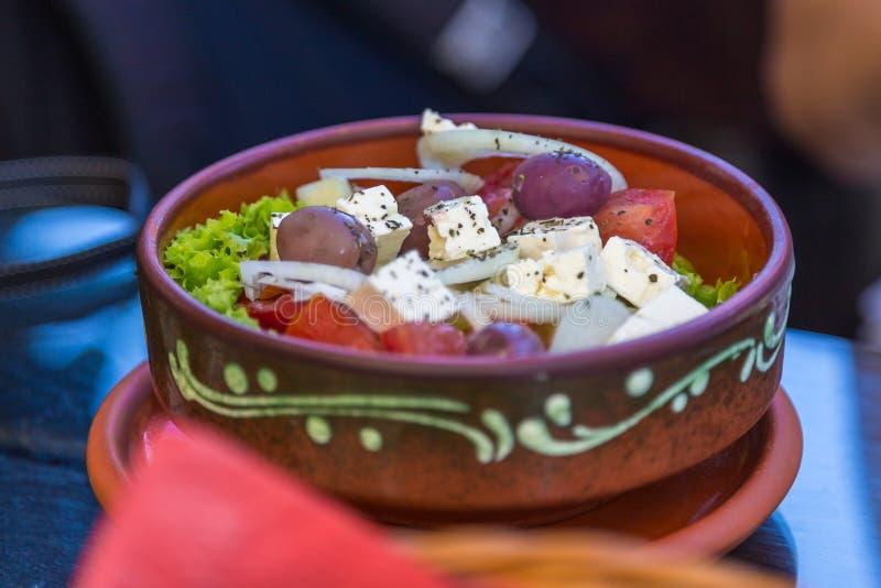 Ensalada balcánica tradicional - ensalada del shopska, Serbia imagen de archivo libre de regalías