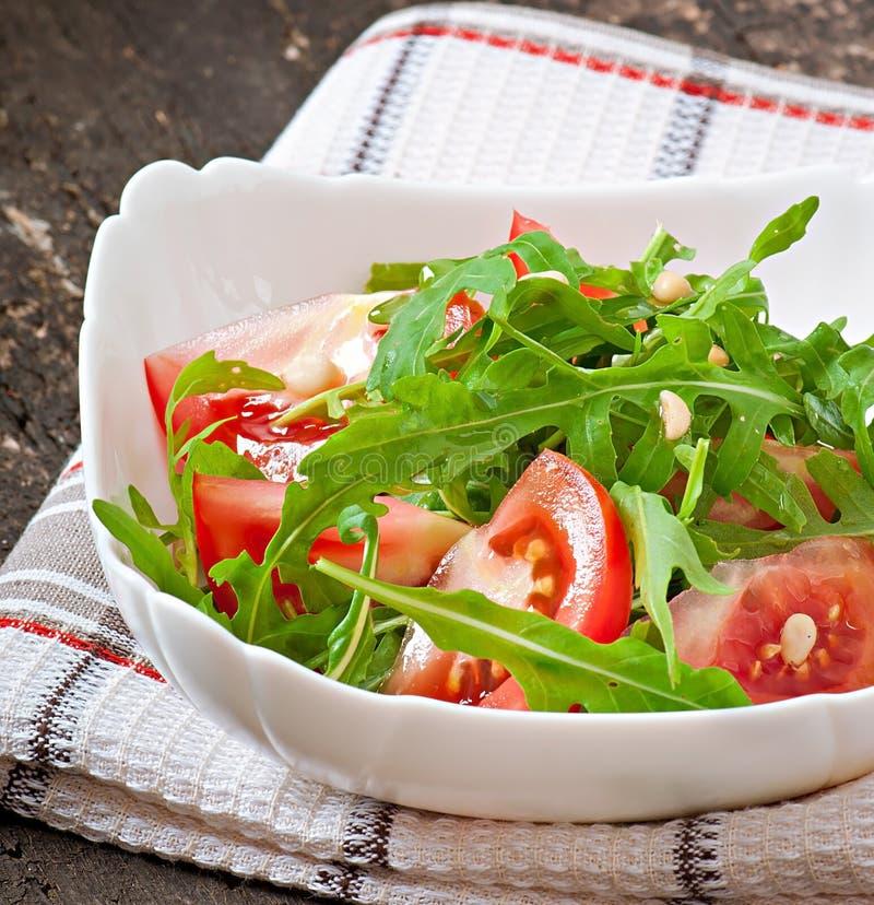 Download Ensalada Con Arugula Y Tomates Foto de archivo - Imagen de cereza, sano: 41916680