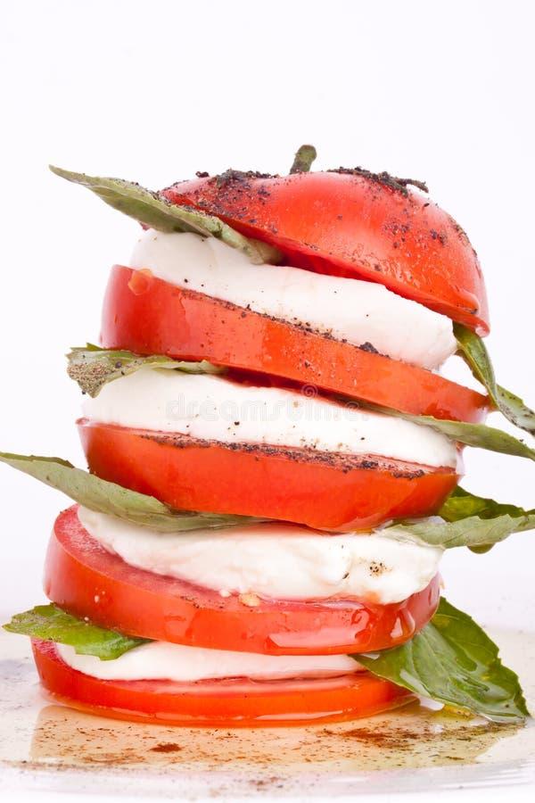 Download Ensalada De Caprese Con La Mozarela, El Tomate Y La Albahaca Imagen de archivo - Imagen de aperitivo, italia: 44851343