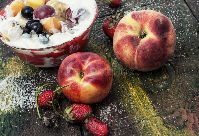 Download Ensalada de fruta foto de archivo. Imagen de restauración - 42440728