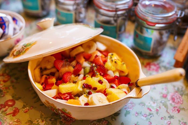 Ensalada de fruta fresca imagenes de archivo