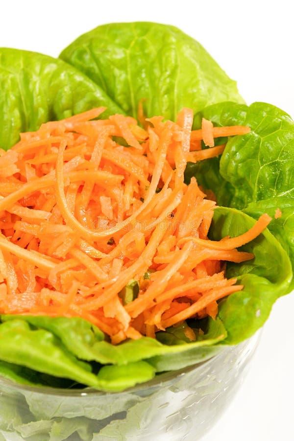 Ensalada de la lechuga y de la zanahoria en bol de vidrio - Bol de vidrio ...