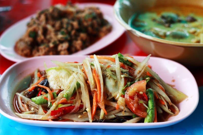 Ensalada de la papaya (som Tam) - alimento tailandés tradicional fotos de archivo