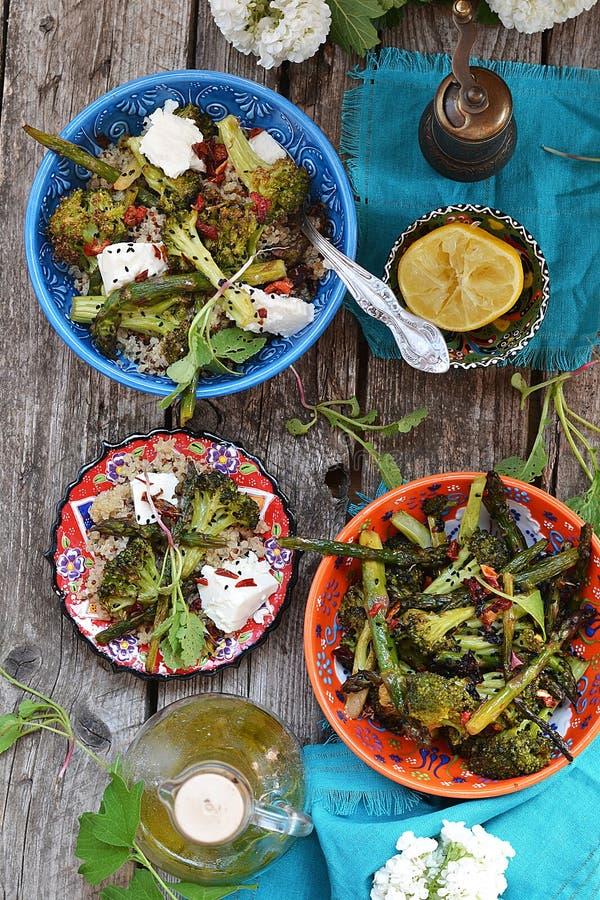 Ensalada de la quinoa y del bróculi fotos de archivo libres de regalías
