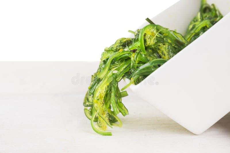 Download Ensalada De Las Algas De Verdes Con Sésamo, Aislada Imagen de archivo - Imagen de japón, fondo: 41921187