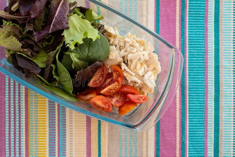 Ensalada de las verduras frescas con el atún fotos de archivo