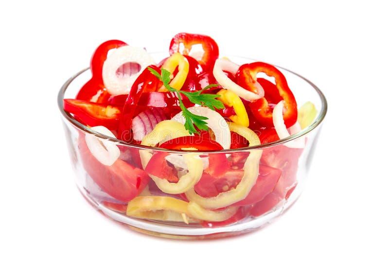 Ensalada de las verduras frescas en un bol de vidrio imagen de archivo libre de regalías