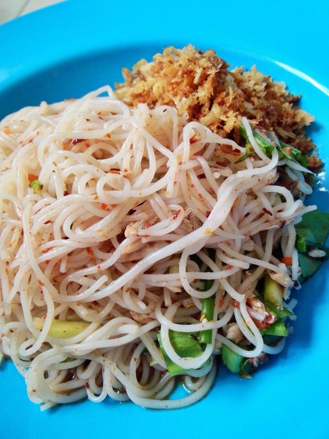 ensalada de los fideos del arroz imagenes de archivo
