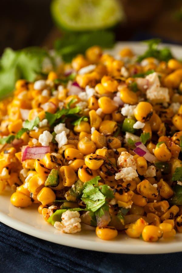 Ensalada de maíz mexicana hecha en casa fotos de archivo