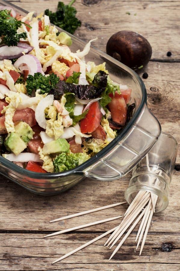 Download Ensalada De Verduras Frescas Imagen de archivo - Imagen de platos, brillante: 42431385