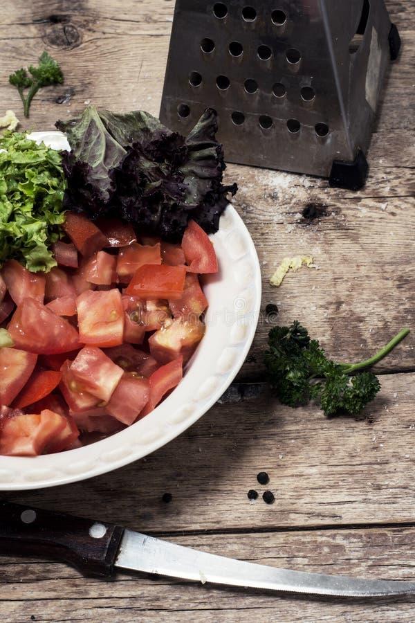 Download Ensalada De Verduras Frescas Foto de archivo - Imagen de platos, joven: 42431432