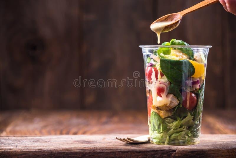 Ensalada del pollo y vegetal, brunch sano foto de archivo libre de regalías