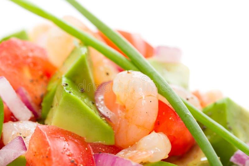Ensalada fresca de la gamba con el aguacate y los tomates imagen de archivo libre de regalías