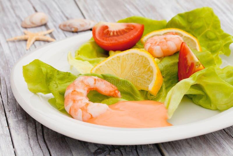Ensalada fresca del camarón foto de archivo