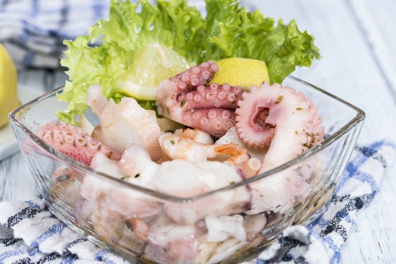 Download Ensalada Mezclada De Los Mariscos Foto de archivo - Imagen de plato, calamari: 42435498