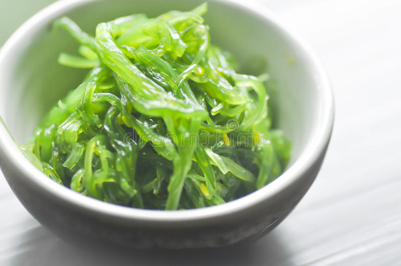 Ensalada o Chuka Wakame, comida japonesa de la alga marina fotos de archivo libres de regalías