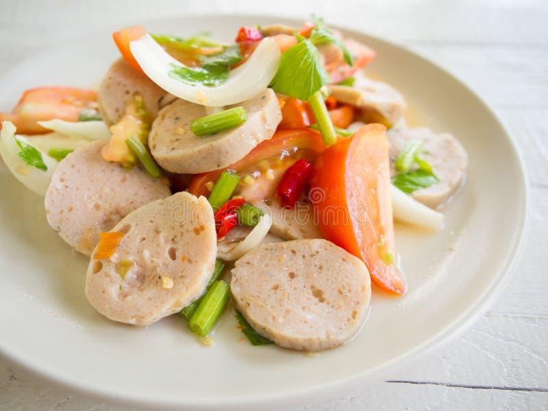 Ensalada picante de la salchicha de cerdo, comida tailandesa y de Vietnam foto de archivo libre de regalías