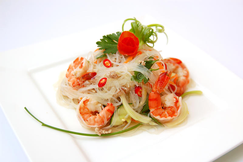 Ensalada picante tailandesa de los mariscos imagenes de archivo