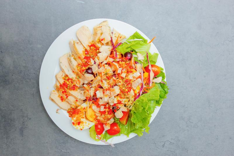 Ensalada tailandesa con el aliño de ensaladas picante fotografía de archivo