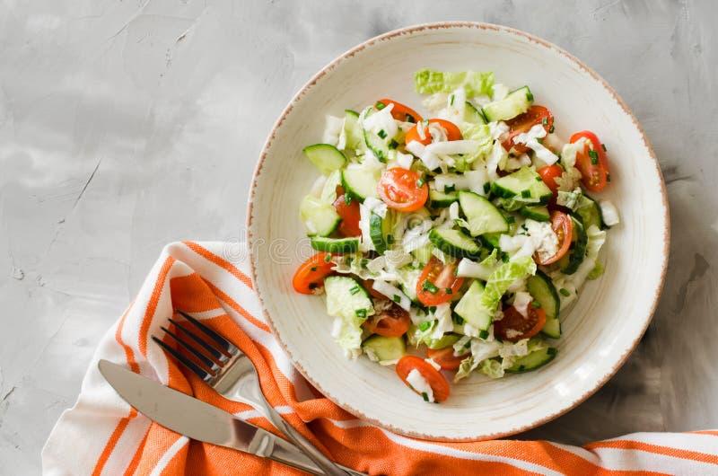 Ensalada vegetal sana de verduras frescas Menú de la dieta para el almuerzo fotografía de archivo libre de regalías