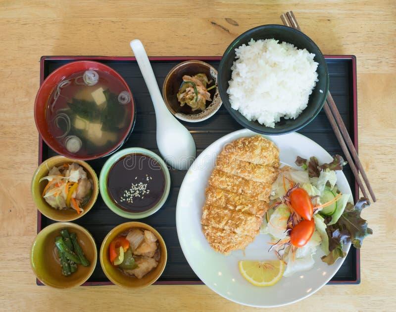 Ensalada y sopa fritas arroz del cerdo imagen de archivo
