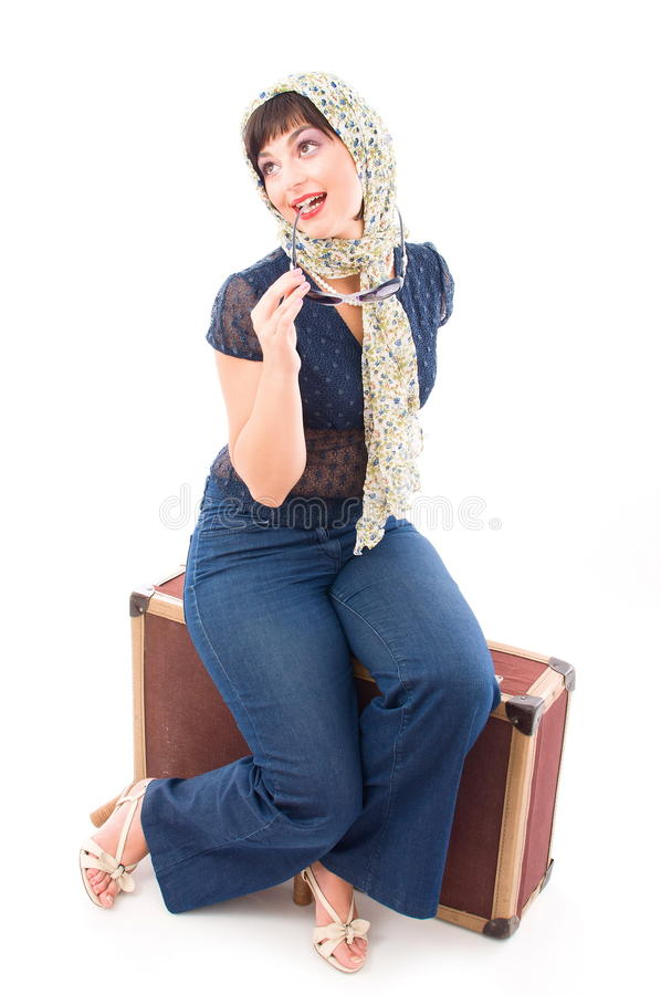 Ensam flicka med resväska arkivfoton