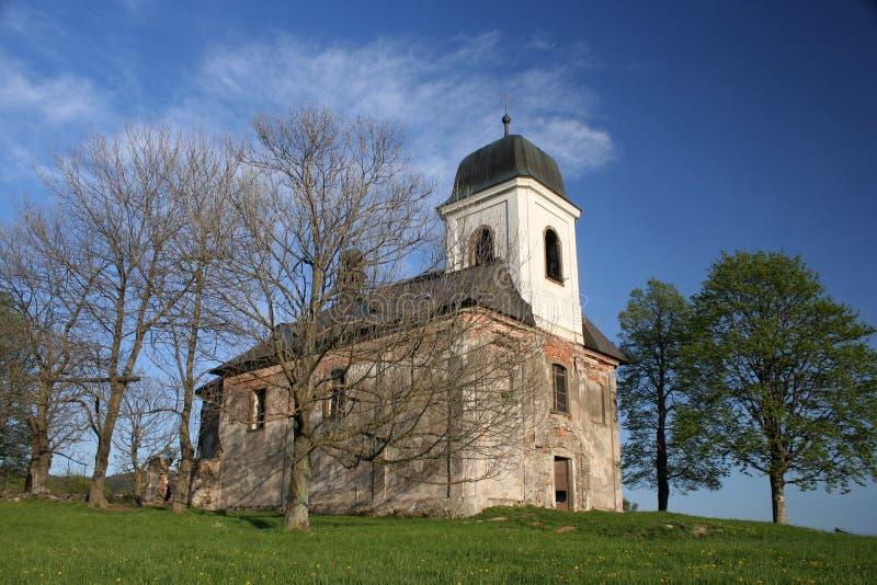 ensam kyrka royaltyfri bild