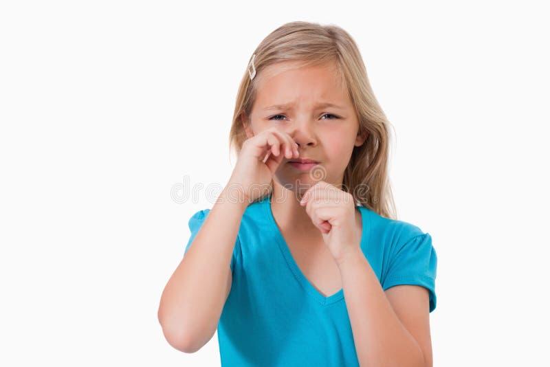 Ensam liten flickagråt royaltyfri foto